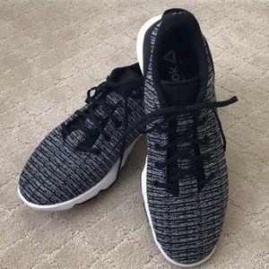 EUC Reebok Memory Tech DMX running/walking shoe